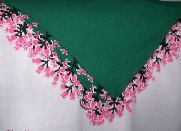İğne oyası yeşil namaz başörtüsü modelleri