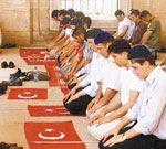 Namaz kılmak için türk bayrağını seccade yapmak caiz mi