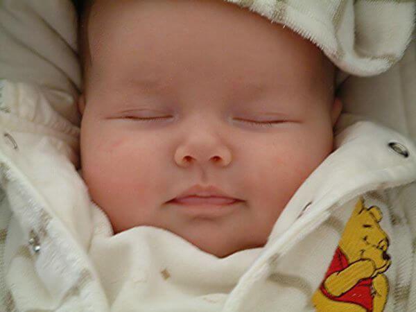 Yeni doğan bebekler neden güler?